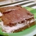 Moja verzia H8u-inho koláča (s cukrom, múkou a bbrusnicovm džemom v plnke) síce nevyzerá tak dobre ako originál, ale na to, že pečiem v priemete tak raz ročne...