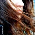 Dve posraté hodiny som chorá sedela na zastávke kôli detinskému maminému manželovi :) a stále mi fúkalo vlasy do tváre :)