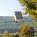 pre neblavakov: budova v ruzinove, z ktorej dolu hlavou visi dom. celkom taka architektonicka haluz