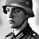 tato fotografia mala zobrazovať vzorového nemeckého vojaka kým sa nezistilo že ten vojak je polovičný žid:)