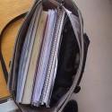 Takto som dneska išla zo školy :D Mám kvalitnú kabelku, keď to vydržala :D Sú to podklady na písomnú matalýzy, časť moja a časť od spolužiačok.. Do utorka sa k tomu všetkému hodlám dostať :D