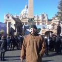 pred obeliskom na vatikanskom namesti sv. petra