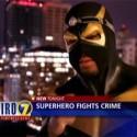 """nvm, ci ste o tom poculi, ale po svete existuju desiatky tzv. """"skutocnych superhrdinov"""", ktori sa obliekaju do kostymov a zachranuju ludi. toto je 1 z nich. viac info na http://en.wikipedia.org/wiki/Real-life_superhero ...haluz, ne?"""