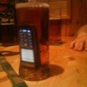 Kamos: Moj mobil je vodotesny chces to videt? *čľup* (odvtedy mu nesvieti :D)