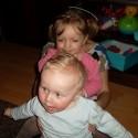 Deti ma jednoducho majú radi :D:D malý sa pýtal ku mne a žiarlivá sestra sa musela vtreť :D