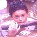 omayra sanchez, kratko pred smrtou po tom, co lezala 3 dni vo vode zavalena troskami po zemetraseni