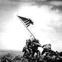 vztyčovanie vlajky na Mount Suribachi ostrov Iwo Jima,tretí zlava je Slovák seržant Michael Strank