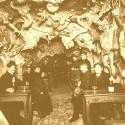zakladatelia v parizskej pekelnej kaviarni, ktora sa zrusila v polke minulého storocia