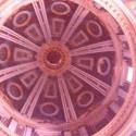 a takto nejako vyzeral pohlad zdola do kupoly... tipujem tak 50 m, epicke rozmery na kazdom kroku