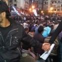 Egyptský Kresťania chránia Moslimov vlastným telom... takto to má vyzerať