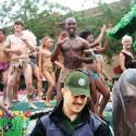 moj kamos @revival prichyteny na gay pride s neznamym partnerom! co by na to povedala jeho zena??!!