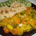 curry zo zvyškov z týždňa! curry: brokolica, žltý hrach, cibula, hrach, zmes semienok, citronová šťava, kokosové mlieko a ryža: ryža, červená šošovica a trocha arabského korenia